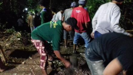 Bulan Puasa, Warga Srimartani Tetap Kerjakan Program Dana Desa