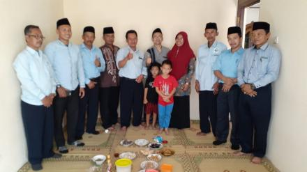 Pamong Desa Srimartani Kunjungi Jamaah Haji yang Tiba di Rumah